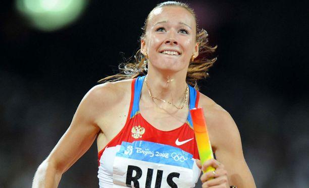 Julia Tshermoshanskaja ankkuroi Venäjän joukkueen olympiakultaan 4x100 metrin viestissä Pekingissä 2008. Joukkue riisuttiin mitaleista Tshermoshanskajan käryn seurauksena.