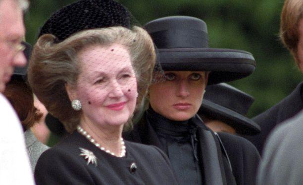 Diana ja Raine Earl Spencerin hautajaisissa vuonna 1992.