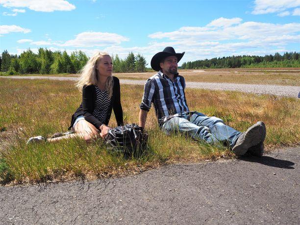 Petra ja Antti-Jussi ovat selvästi ihastuneita toisiinsa mutta vielä hitusen epävarmoja.