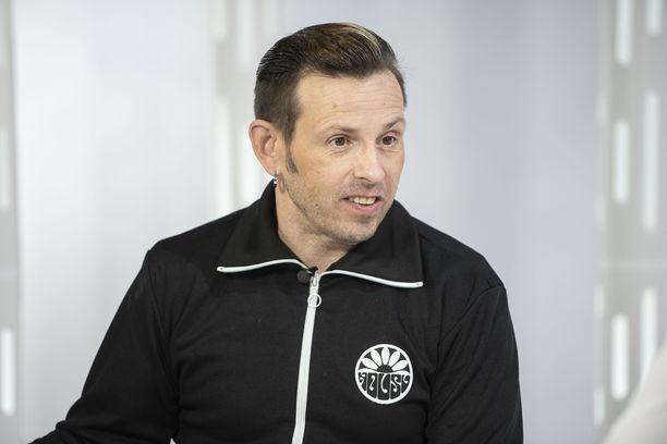 Timo Lavikainen on tehnyt näyttelijäntyön ohessa paljon muitakin hommia.