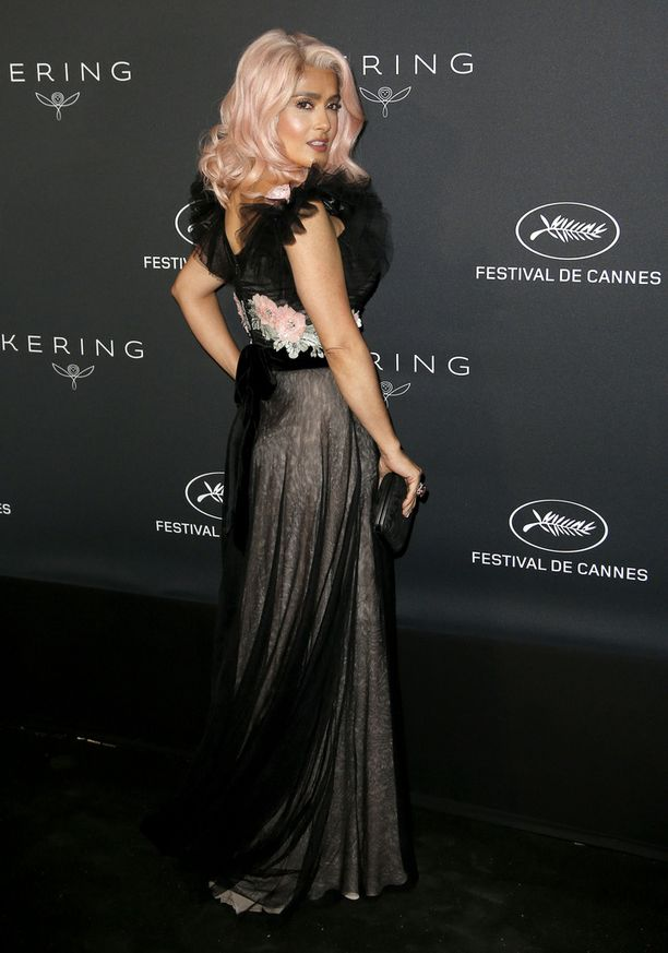 Salma Hayek hurmasi Cannesissa.