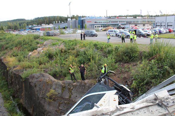 Kuopion onnettomuuspaikan raivaustyöt käynnistyivät pian turman jälkeen.