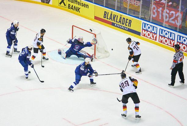 Saksa suisti Slovakian nollan pisteen tappioon vain 27 sekuntia ennen päätössummeria.