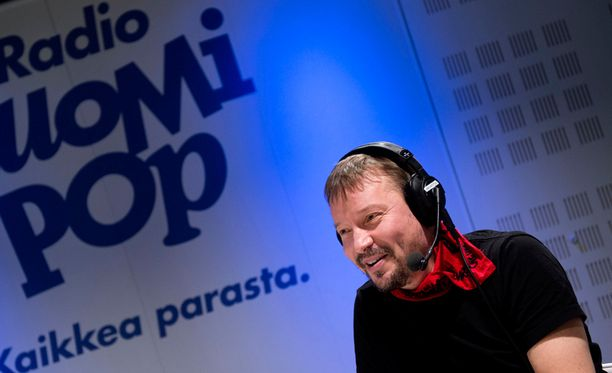 Pauli Hanhiniemi tentattavana Suomipopilla.