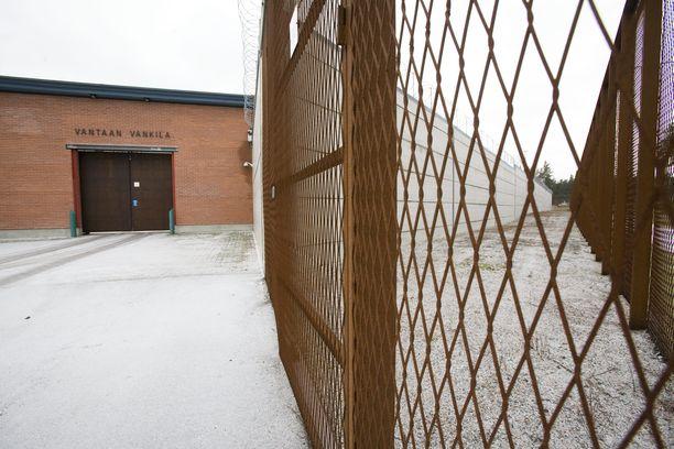 Vankilan porteista ulos kävelevien vaiheet puhuttavat.