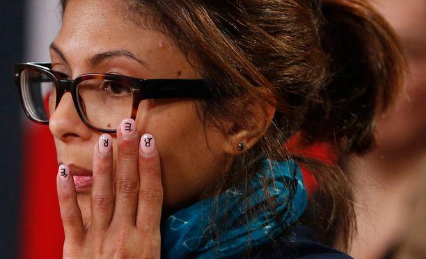 Badawin vaimo Ensaf Haidar kuvattuna uutiskonferenssissa Kanadassa tammikuun lopulla.