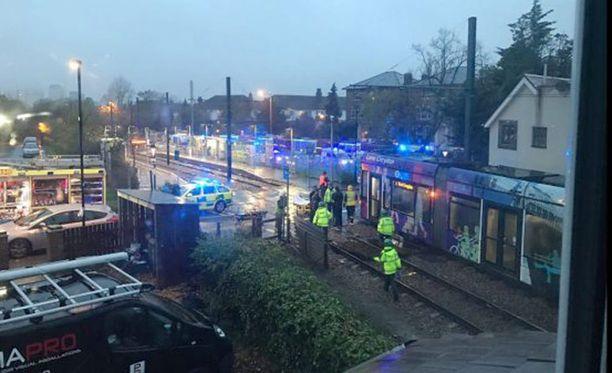 Vakava raitiovaunuonnettomuus tapahtui keskiviikkona Etelä-Lontoon Croydonissa.