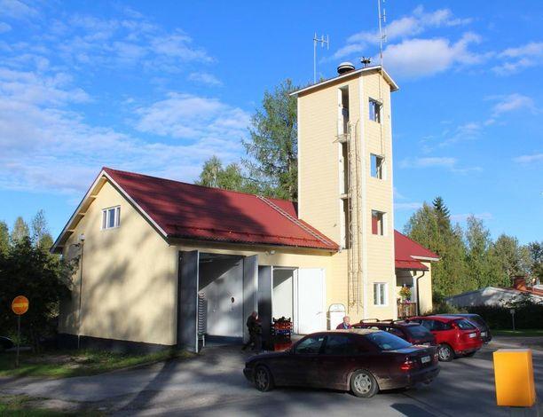 Vanha paloasema on valjastettu sienten ostopaikaksi Rautavaaralla.
