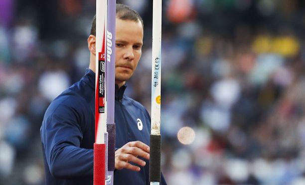 Tero Pitkämäki piti Lontoossa Suomen yleisurheiluherrojen sieraimet nippa nappa vedenpinnan yläpuolella.