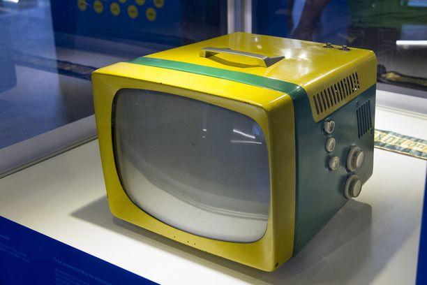 Ruotsin MM-kisoissa vuonna 1958 Brasilian pelaajat kävivät ostoksilla. Pelaajat ostivat radioita ja televisioita, mutta Vavá ei ostanut niitä. Muut kyselivät miksi? Vavá vastasi: en osaa ruotsin kieltä.