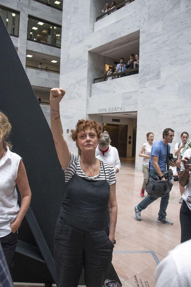 Susan Sarandon osallistui mielenosoitukseen torstaina.