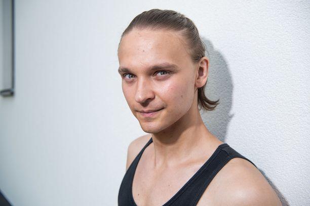 Roope Salminen on tunnettu näyttelijänä ja laulajana.