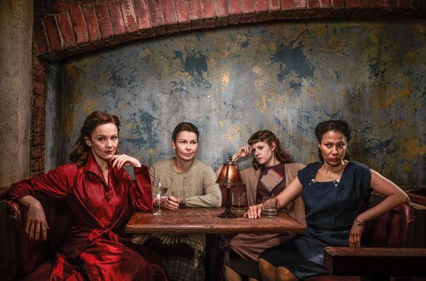 Millie Harcourtia esittää yhä Rachael Stirling ja Jean McBriania Julie Graham. Hailey Yarnerina nähdään Chanelle Peloso ja Iris Beardenina Chrystal Balint.