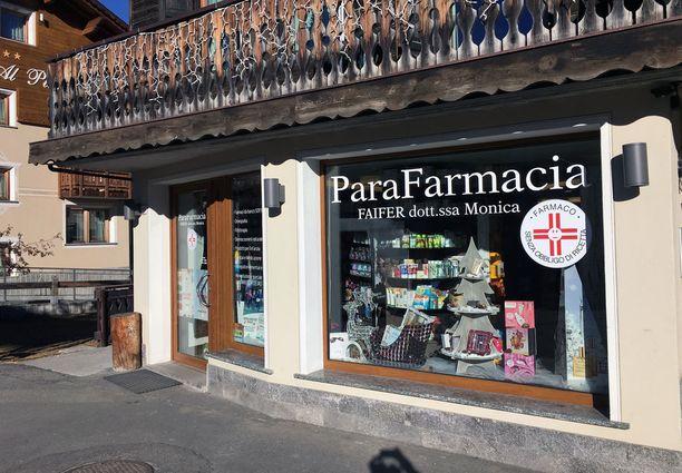 Tästä livignolaisesta apteekista Italian Alpeilta Therese Johaugin lääkäri Fredrik S. Bendiksen sanoi ostaneensa kohuttua huulirasvaa.