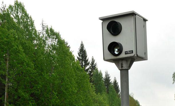 Peltipoliiseja hoidetaan vielä toistaiseksi käsityönä, eli kamerat täytyy käydä erikseen asentamassa ja niiden taltioima tieto pitää erikseen noutaa.