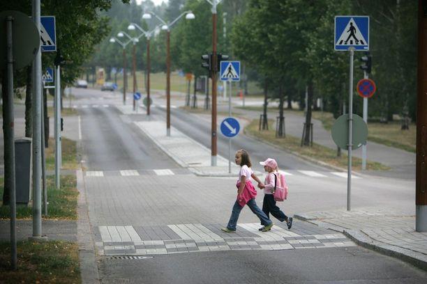Koululaisille on taattava turvallinen koulumatka, ja suojatierikkeisiin pitää saada nollatoleranssi.
