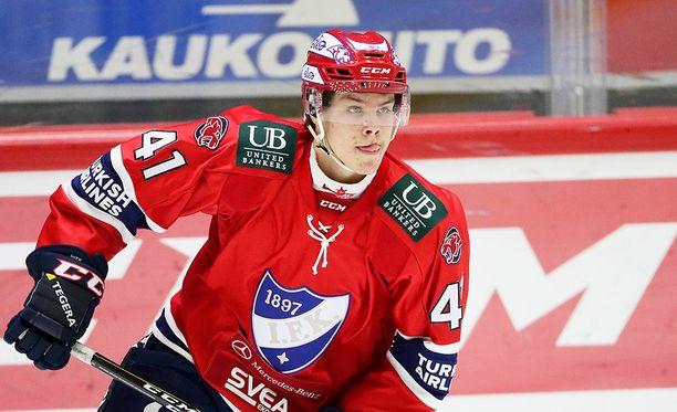 17-vuotias kiekollinen puolustaja Miro Heiskanen on kovaa valuuttaa NHL:n varaustilaisuudessa.