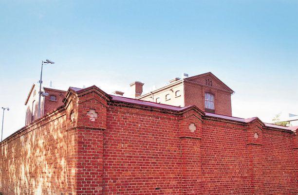 Käräjäoikeus passitti Oikarisen Vaasan keisarien aikaisen vankilan muurien taakse.