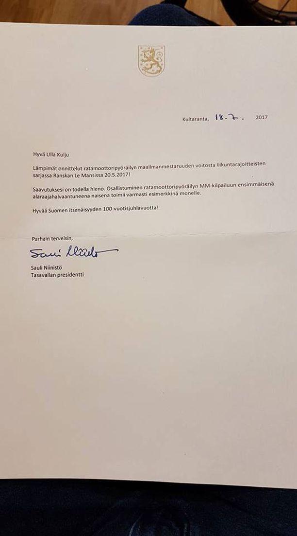 Kuvassa tasavallan presidentti Sauli Niinistön lähettämä kirje.