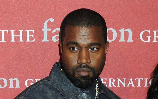 """Kanye Westin lausunnot hämmentävät – syyttää rokotteita """"paholaisen merkistä"""" ja väittää Jumalan parantaneen koronasta"""