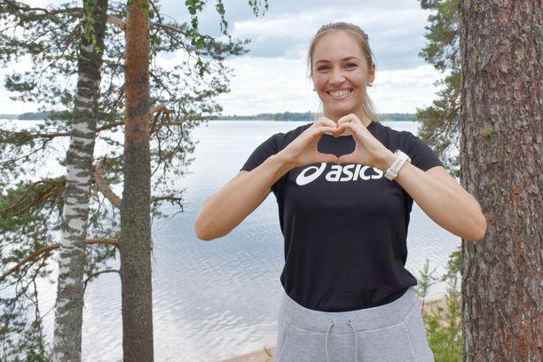 Keihäänheiton maailmanmestari Kelsey-Lee Barber rakastaa Suomea. Hän harjoitteli ja kilpaili kesäkuussa Kuortaneella.