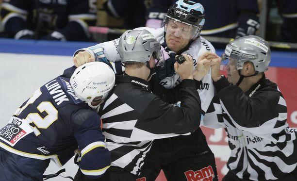 Ben Blood hyökkäsi Siim Liivikin kimppuun viime keskiviikkona.