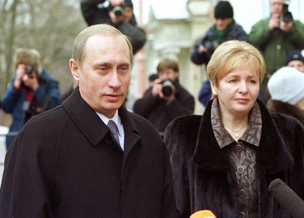 Putin vaimonsa Ljudmilan kanssa vuonna 2000.