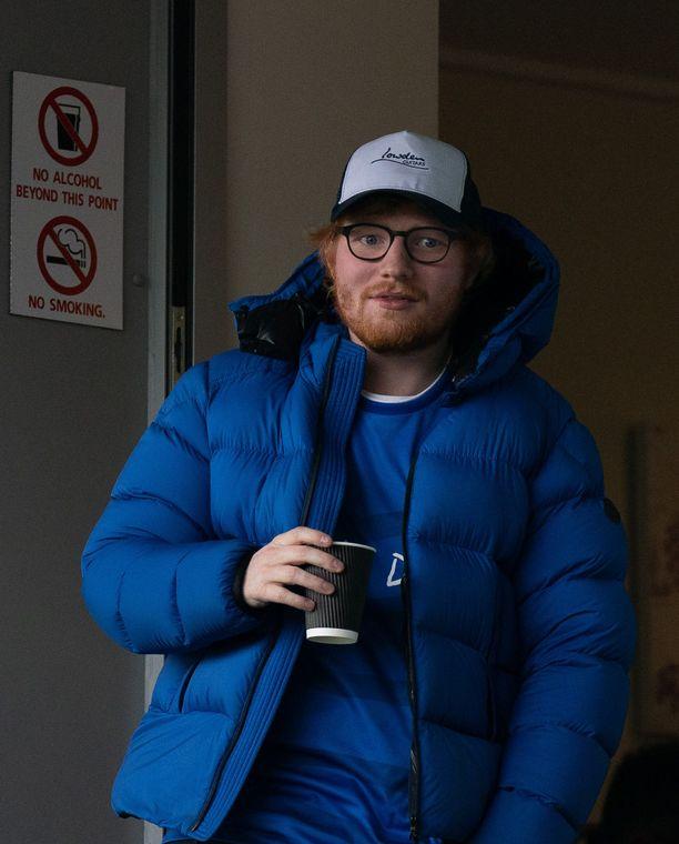 Ed Sheeran bongattiin jalkapallo-ottelussa maaliskuun alussa.