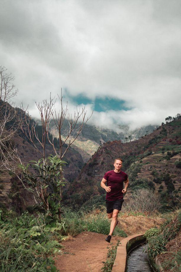 Juhani Pitkästä arvelutti, miten pelkällä kasvisruokavaliolla treenaaminen yli sadan kilometrin juoksutaipaleelle sujuu.