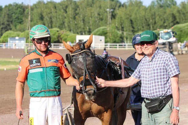 Hetviina on kuningatarkilpailun selvä ennakkosuosikki. Antti Tupamäki  ajaa ja valmentaa Christer Sandholmin omistamaa ja kasvattamaa tammaa.