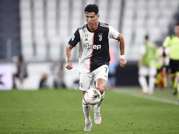 Cristiano Ronaldo on viimeistellyt tähän mennessä 30 liigamaalia yhtä monessa ottelussa.