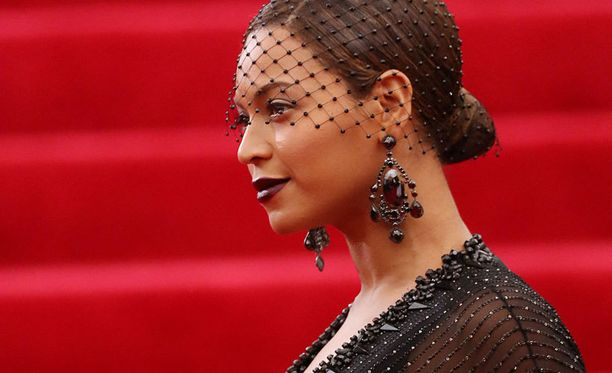 Tässä kampauksessa Beyoncé nähtiin Met-gaalassa.