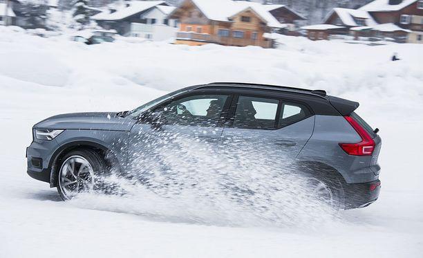 Volvon maahantuoja arvelee D3:n nousevan myydyimmäksi malliksi. Sen saa myös nelivetoisena ja automaattivaihteistolla.