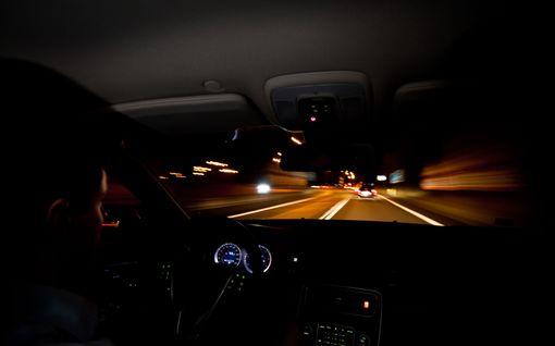 Nokialainen tyttö odotteli bussia illan pimeydessä, kun kaksi miestä alkoi houkutella häntä auton kyytiin - tietääkö lapsesi, kuinka toimia tilanteessa?