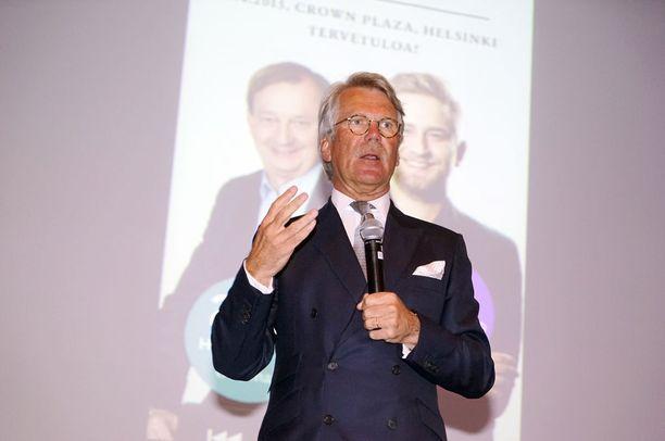 Pankkiiri Björn Wahlroos oli Harkimoiden varainkeruuseminaarin tähti.