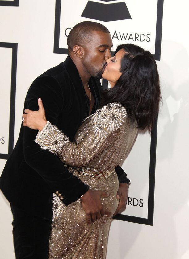 Kanye West ei arkaillut tarttuessaan kiinni vaimostaan.