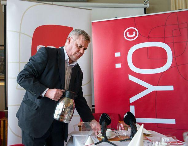 SDP:n puheenjohtajaksi tähtäävä Antti Rinne jäi sivuun Levi Ski Resortin hallituksesta.