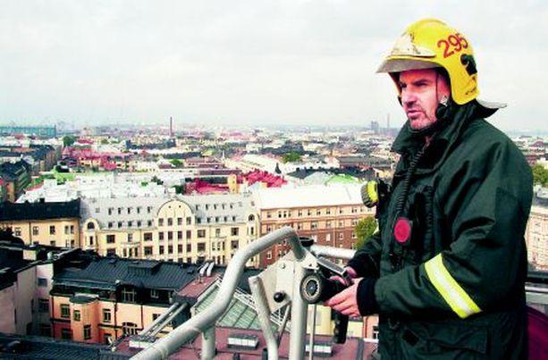 – Kerrankin jouluaattona oli 22 hälytystehtävää, kertoo Vuoden palomies Ari Mäkinen.