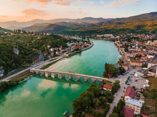 Myös Bosnia ja Hertsegovina lumoaa luontomaisemillaan.