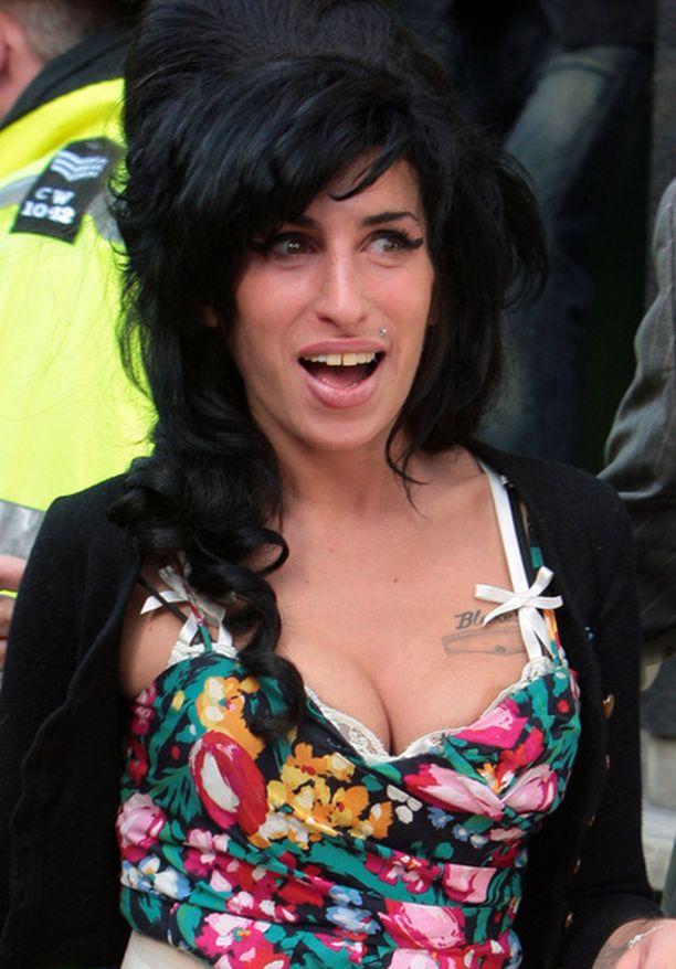 Laulaja Amy Winehouse tienaa yhä hyvin vuonna 2006 ilmestyneellä levyllään.
