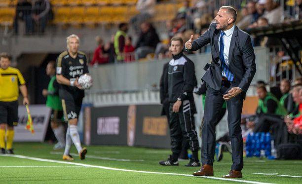 Interin päävalmentaja Shefki Kuqi jakaa mielipiteitä.