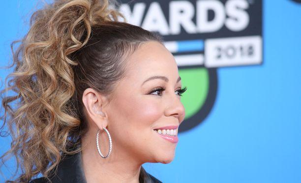 Mariah Carey on eri linjoilla ex-managerinsa kanssa.