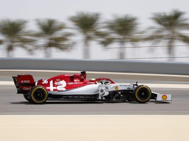 Mick Schumacher oli keskiviikon kuudenneksi nopein kuski Bahrainin testeissä.