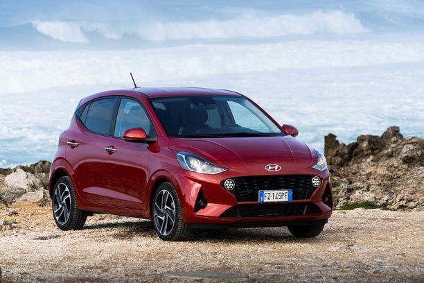 Mallipäivitys antoi Hyundai i10:lle aiempaa leveämmän ja ärjymmän ilmeen.
