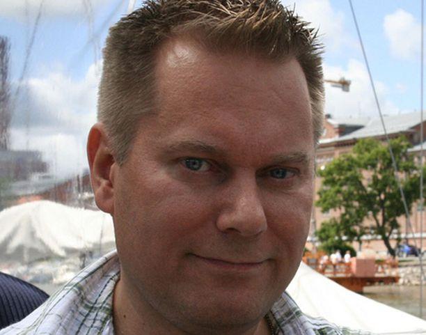 Jari Kirjonen, 41, Turku. Yrittäjä, 6- ja 8-vuotiaat pojat.