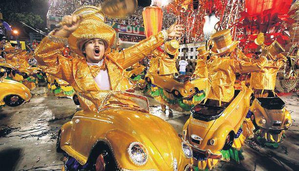 Jo on kupla kutistunut! Kansanauton uusin malli nähtiin eilen Rion sambakarnevaaleilla.