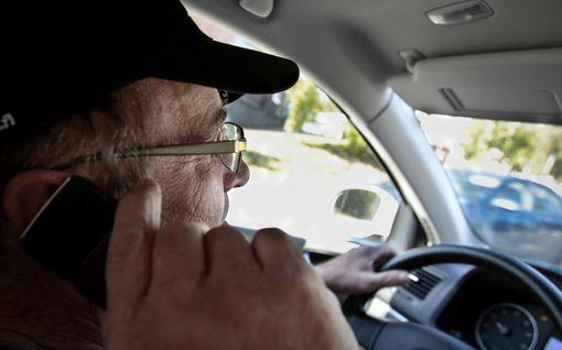 Tämä superpeltipoliisi käräyttää kännykän räveltäjät rysän päältä! Uusi laite tunnistaa lainrikkojat suoraan ratista Australiassa