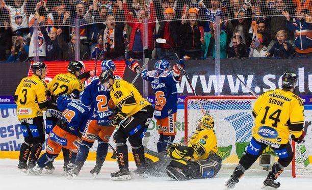 Tappara ja KalPa taistelevat parhaillaan liigafinaaleissa. Kotimainen liigakiekkoilu siirtyy pois Nelosen kanavilta ensi kauden jälkeen.