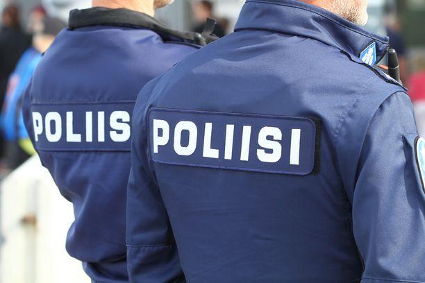 Poliisi kertoo, että huumeista kärynnyt kuljettaja loukkaantui lievästi.