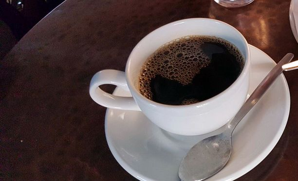 Kahvi loppui median edustajilta Kauppatorilla. Kuvituskuva.